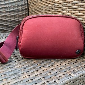 Lululemon Everywhere Belt Bag, 1L